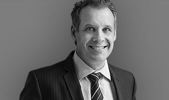 Dr Peter Laniewski, specialist plastic surgeon, profile image 09